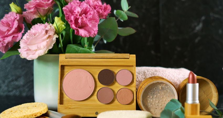 Eco-friendly Makeup - Stock Image from Canva of a zero-waste makeup set with wooden brushes